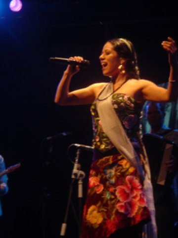 Lila Downs At Casita Maria Center April 15th 2010 - rock en espa�ol - rockeros.net