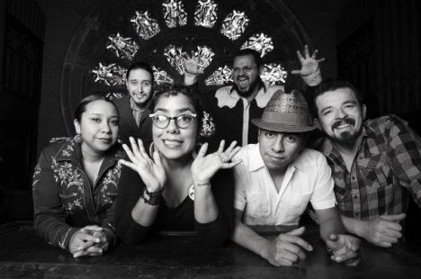 La Santa Cecilia En The Levitt Pavillion Music Festival - rock en espa�ol - rockeros.net